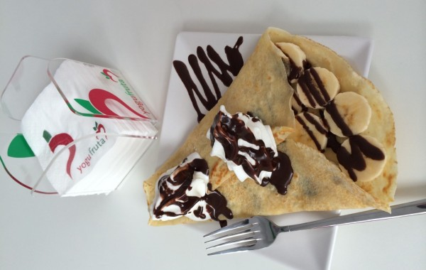 Crepes con Yogurt Helado